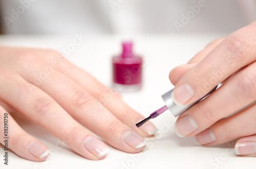 fingern gel lackieren stockfotos und lizenzfreie bilder auf bild 38390750. Black Bedroom Furniture Sets. Home Design Ideas