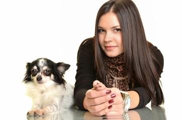 femme avec chihuahua