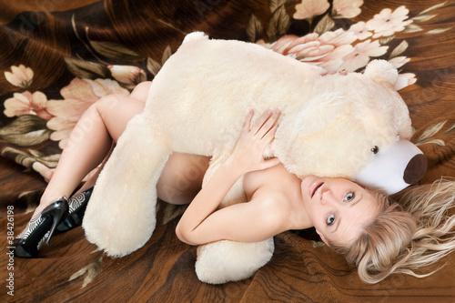 seks-devushki-igrushkami-foto