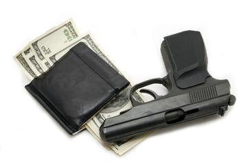 деньги в портмоне и пистолет н белом фоне