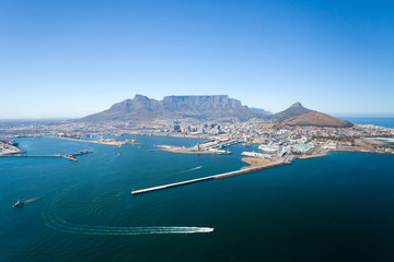 Poster Afrique du Sud aerial view of Cape Town and table mountain, South Africa