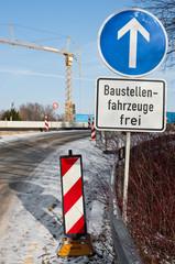 Verkehrszeichen, Baustellenfahrzeuge frei