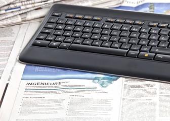neuer Arbeitsplatz Stellensuche in der Zeitung