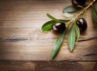 Foto op Aluminium Olijfboom Olives on a Wood background