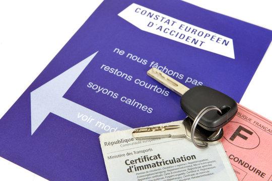 Constat d'accident, clès, permis, carte crise