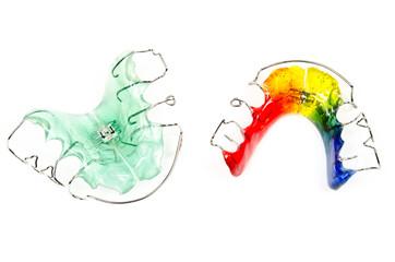grüne und bunte Zahnspangen (Draufsicht)