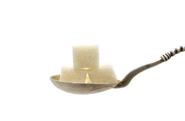 кубики сахара в ложке