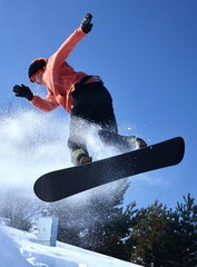Fototapete - snowboarder jumping