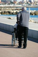 fauteuil roulant vieillesse handicap