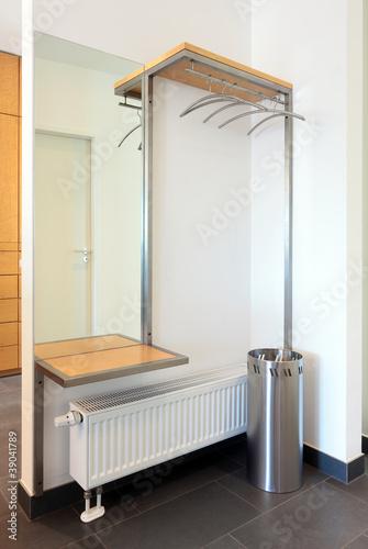 moderne garderobe mit ablage spiegel und schirmst nder. Black Bedroom Furniture Sets. Home Design Ideas