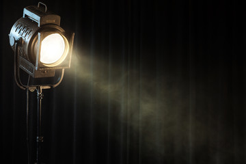 Foto auf AluDibond Licht / Schatten vintage theatre spot light on black curtain with smoke