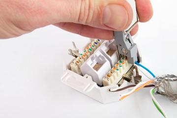 Netzwerkdose Kabel auflegen