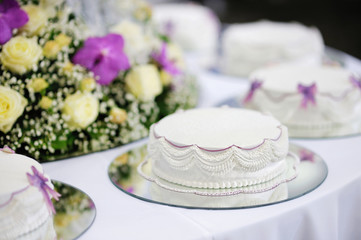 Delicious white and purple decorated wedding cake