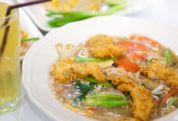 Rat-na, Soup Golden mushroom and fried chicken