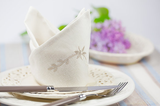 Festlich gedeckter Tisch zu Ostern