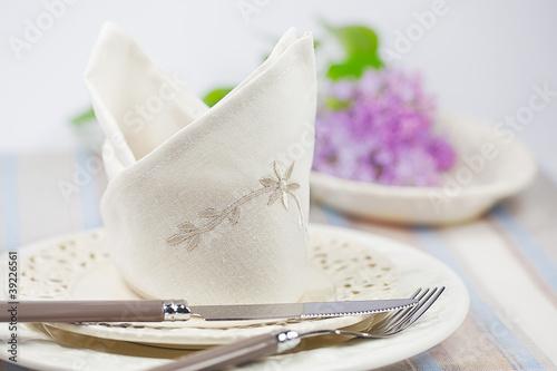 festlich gedeckter tisch zu ostern stockfotos und lizenzfreie bilder auf bild. Black Bedroom Furniture Sets. Home Design Ideas