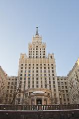 Высотное здание на площади Красных ворот.