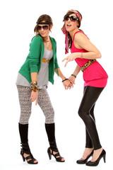zwei Mädchen posieren