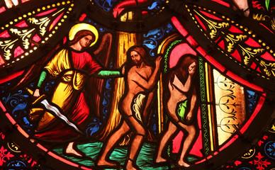 Photo sur Plexiglas Vitrail Adam et Eve sont chassés du paradis.