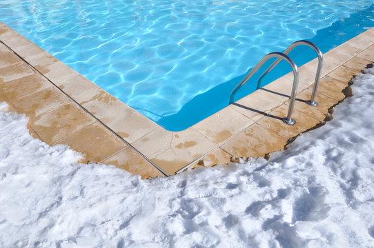piscine en extérieur en hiver