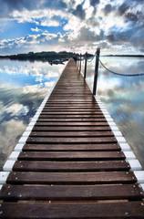 Papiers peints Jetee long pier into water