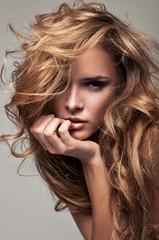 Obraz Vogue style portrait of delicate blonde woman - fototapety do salonu