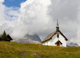 white plain mountain chapel