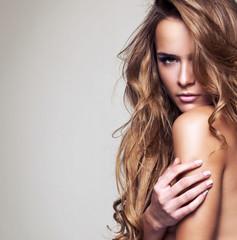 Obraz portrait of a beautiful delicate woman - fototapety do salonu