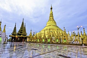 Shwedagon Pagoda(Great Dagon Pagoda) in Yangon, Myanmar