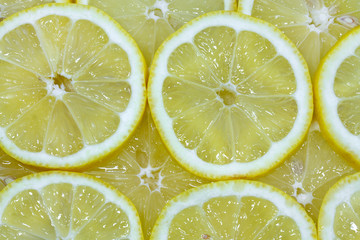 Saftige Zitronenscheiben, formatfüllend