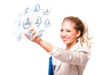 junge Frau mit sozialem Netzwerk