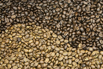 roasted coffee beans : arrangement to be a design of yin-yang