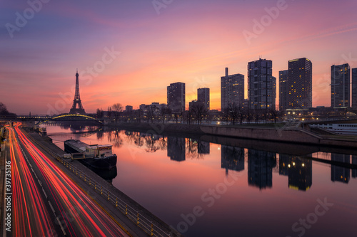 Wall mural Paris sunrise / Paris lever de soleil