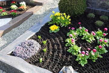 Türaufkleber Friedhof Grabbepflanzung