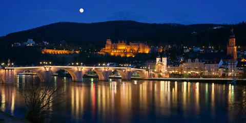 Fotomurales - Stadtpanorama zur blauen Stunde