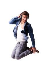 springender Musik-hörender Mann
