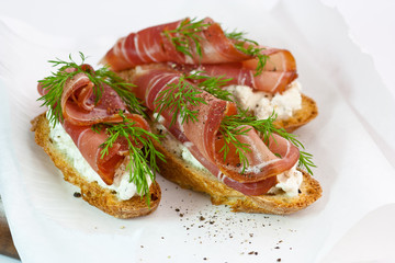 ham and dill crostini with cream cheese