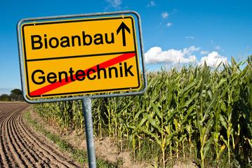 Ortsschild Richtung Bioanbau