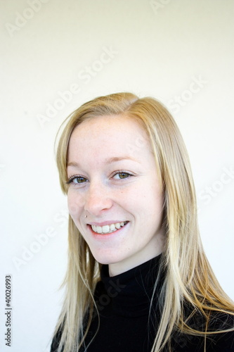 portrait jolie jeune fille blonde photo libre de droits sur la banque d 39 images. Black Bedroom Furniture Sets. Home Design Ideas