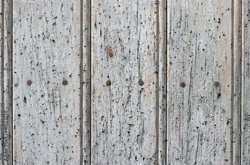 Puerta vieja de madera blanca con clavos fondo textura for Puerta vieja madera