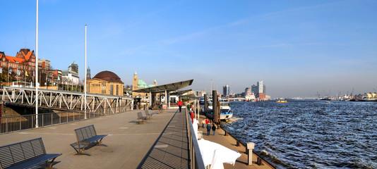 Hamburgs Hafenskyline / inkl. Elbph.