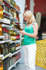 woman making grocery shopping