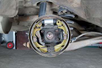 New brake pads and cylinder brake drum