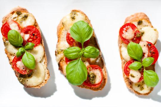 crostini with tomato mozzarella and basil
