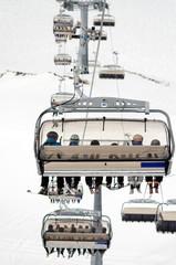 Sessellift im Skigebiet