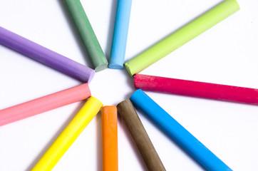 gruppo di gessi colorati convergenti