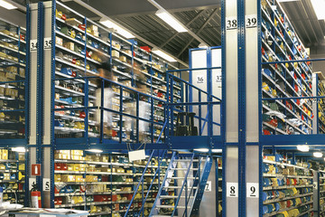 Obraz Big warehouse storage room with boxes and shelves - fototapety do salonu