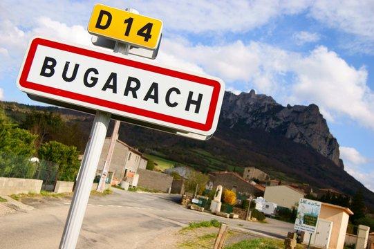 Village de Bugarach et Pic de Bugarach