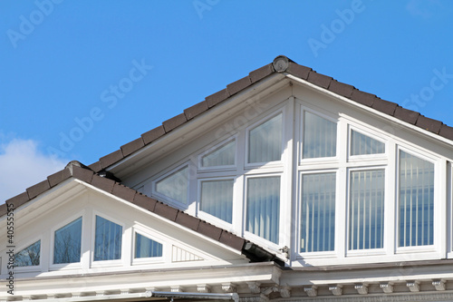 Giebelfenster mit sonnenschutz stockfotos und lizenzfreie bilder auf bild 40555555 - Sonnenschutz giebelfenster ...