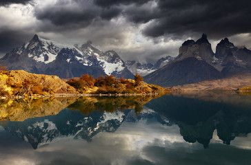 Fototapete - Sunrise in Torres del Paine National Park
